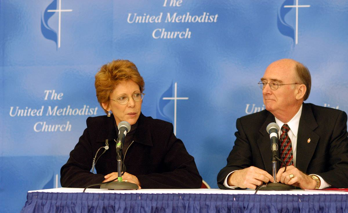Barbara Nissen of United Methodist Communications introduces United Methodist Bishop Kenneth L. Carder during a press conference following Carder's Episcopal Address at the 2004 General Conference in Pittsburgh. A UMNS photo by John C. Goodwin.