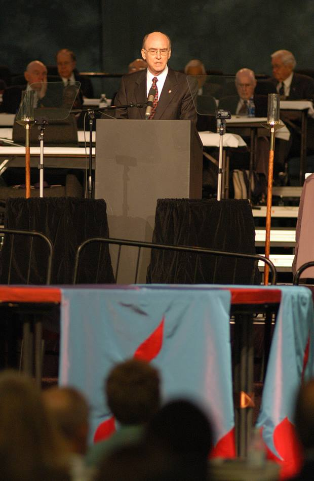 United Methodist Bishop Kenneth L. Carder delivers the episcopal address during the opening day of the denomination's 2004 General Conference in Pittsburgh. A UMNS photo by John C. Goodwin.