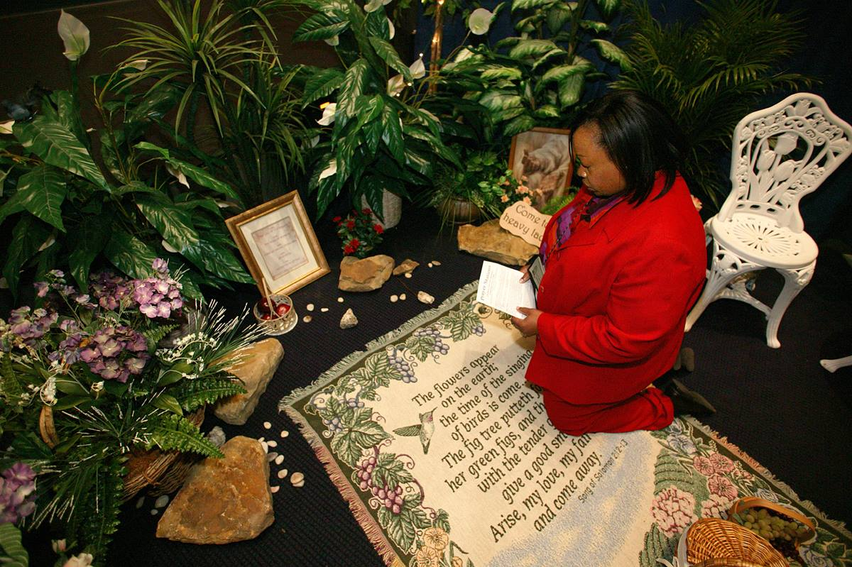 Tauyna Malone prays in the prayer room at the David L. Lawrence Convention Center in Pittsburgh. A UMNS photo by Rasul Welch.