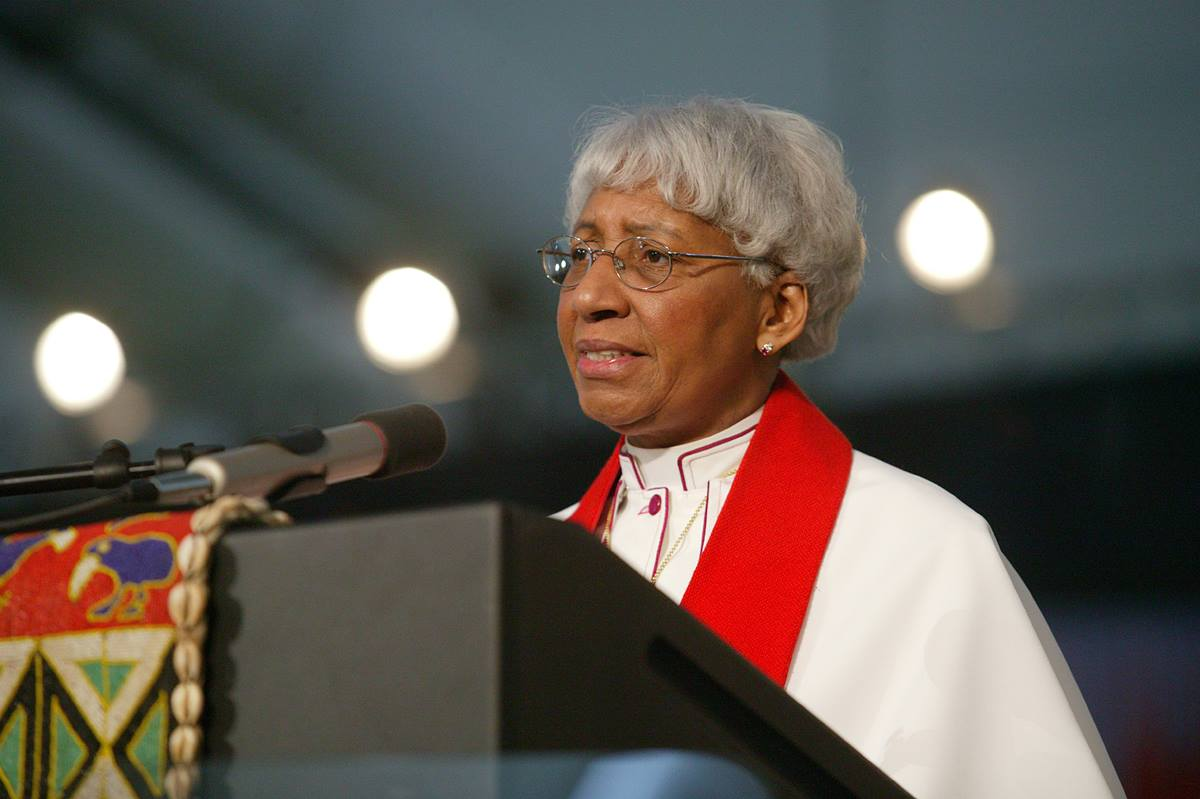 United Methodist Bishop Violet L. Fisher reads scripture during a service of appreciation for African Americans who stayed in the church despite institutional racism at the United Methodist Church's 2004 General Conference in Pittsburgh. A UMNS photo by Mike DuBose.