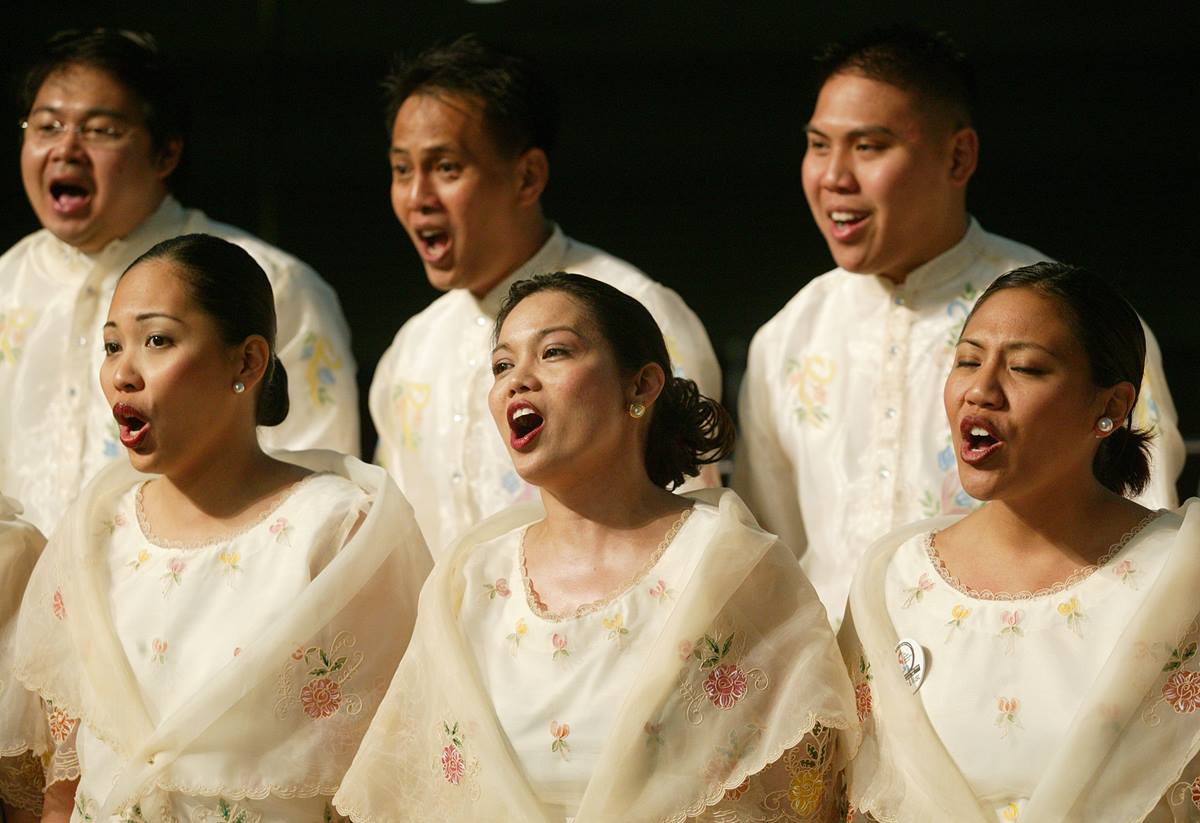The Spiritual Image choir from Melrose United Methodist Church, San Leandro, Calif., sings during morning worship on May 7, final day of the denomination's 2004 General Conference in Pittsburgh. A UMNS photo by Mike DuBose.