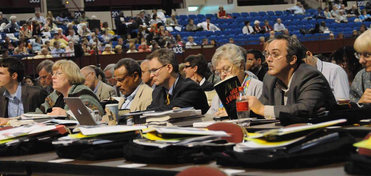 Delegates work on adopting parliamentary rules during the April 23 organizational session of the 2008 United Methodist General Conference in Fort Worth, Texas.