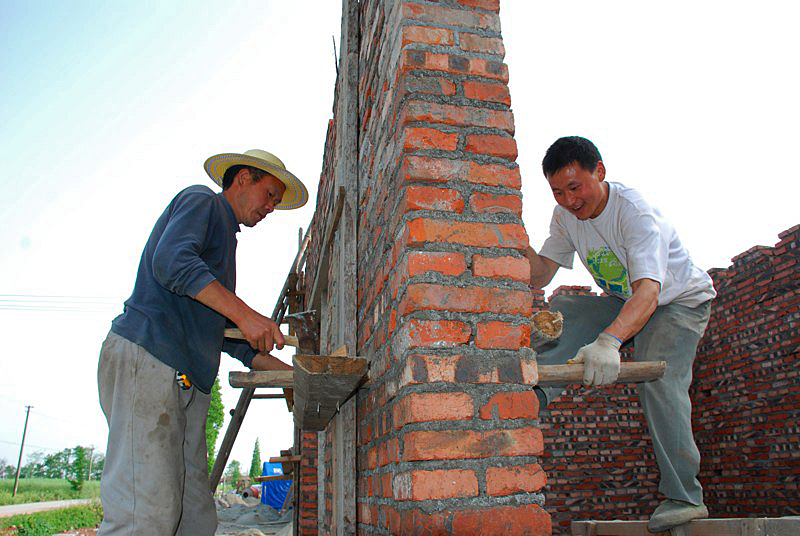 New construction in Woyun must meet strict earthquake-proof standards. A UMNS Web-only photo courtesy of Amity Foundation.