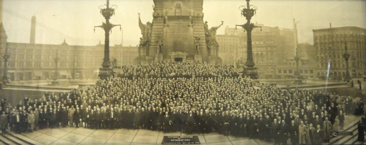 United Methodist Men gather around the Soldiers' and Sailors' Monument in Indianapolis during the 1913 convention.