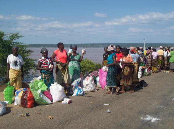 United Methodist churches in Missouri have partnered with those in Mozambique to distribute food, clothing and water to residents of Chibuto. UMNS photos courtesy of Sarah E. Bollinger.