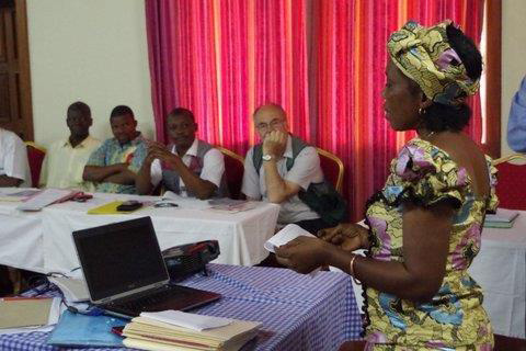 Nyande Westshomba (right) speaks to seminar participants (from left) Okende Dieudonné, Mwinyi Taluhumbu, Chief Prospère Tunda and Dr. Lars Bitsch-Larsen of Norway. Web-only photos by the Rev. Clayton Childers.