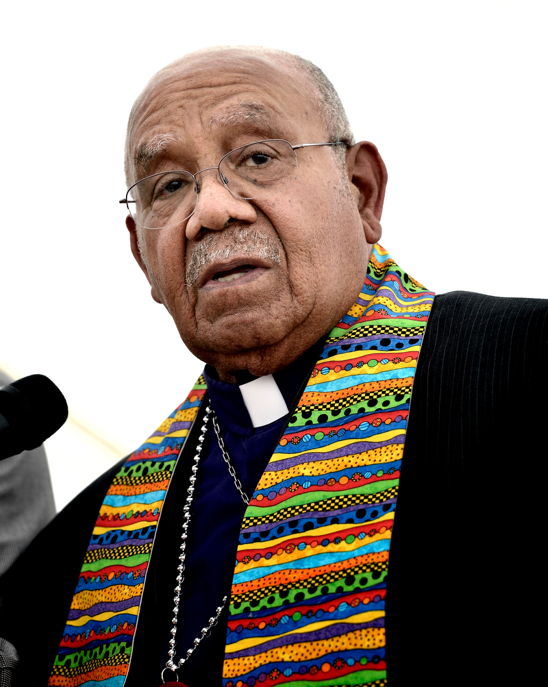 Retired Bishop Melvin Talbert has announced he will officiate at a wedding for two men on Oct. 26 in Birmingham, Ala.. A UMNS photo by Paul Jeffrey. (May 2012 file photo)
