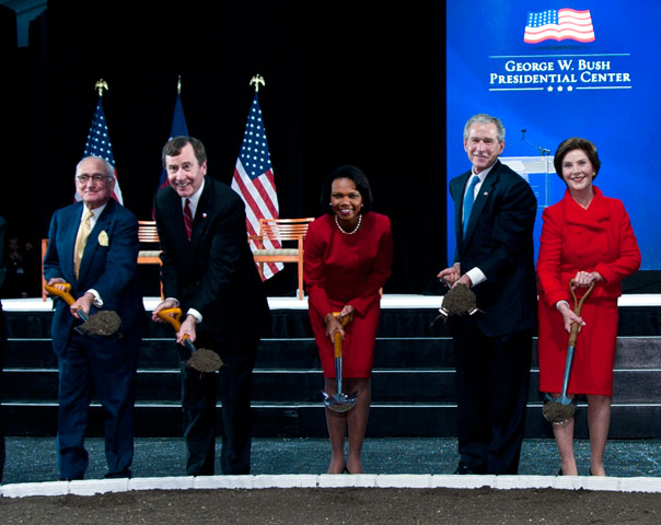 Participating in the groundbreaking are: (left to right) Robert Stern, architect; R. Gerald Turner, SMU president; Condoleezza Rice, chair of the Bush Institute Advisory Board; George and Laura Bush.
