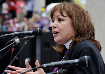 Bishop Carcaño speaks at a rally on behalf of immigrants' rights during the United Methodist Women's Assembly in St. Louis. A UMNS photo by Paul Jeffrey, Response.