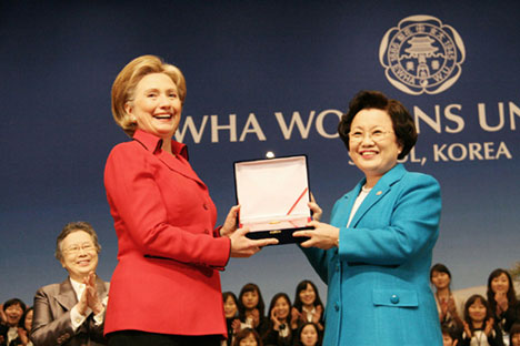 """U.S. Secretary of State Hillary Rodham Clinton accepts the """"Distinguished Honorary Ewha Fellow"""" award from Ewha Womans University President Lee Bae-Yong. A UMNS Web-only photocourtesy of Ewha Womans University."""