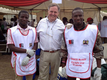 Scott Gilpin stands with volunteers for the Kenya Blood Transfusion Service in the Red Cross area in Uhuru Park, Nairobi. Photo courtesy of Scott Gilpin.