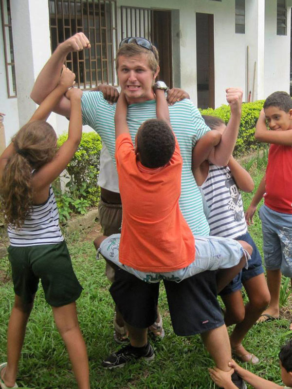 Brad Kenn, a Pfeiffer graduate and United Methodist mission intern, plays with children involved in the Shade and Fresh Water Project of the Methodist Church of Brazil. Photo courtesy of Brad Kenn.