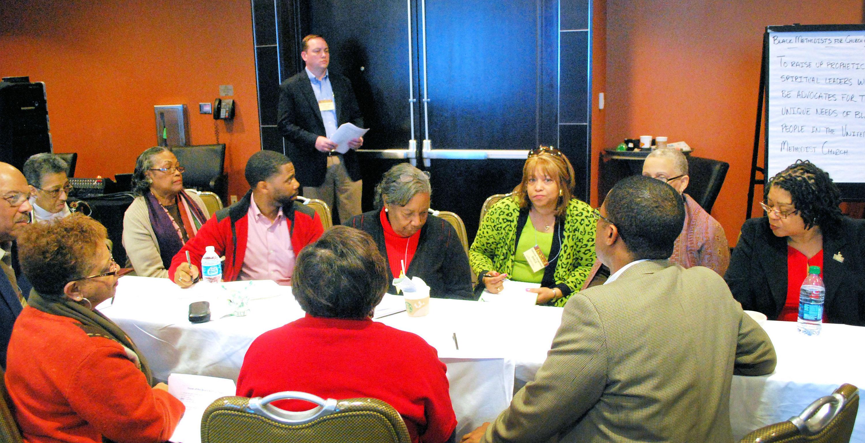소그룹 토론에 참여한 흑인교회부흥연합회 이사회 회원들. 지난 3월 26-27일 세인트루이스에서 처음으로 교단 내 5개 소수인종연합회들이 함께 모여 아이디어를 나누고 역량을 세우기 위해 모였다.