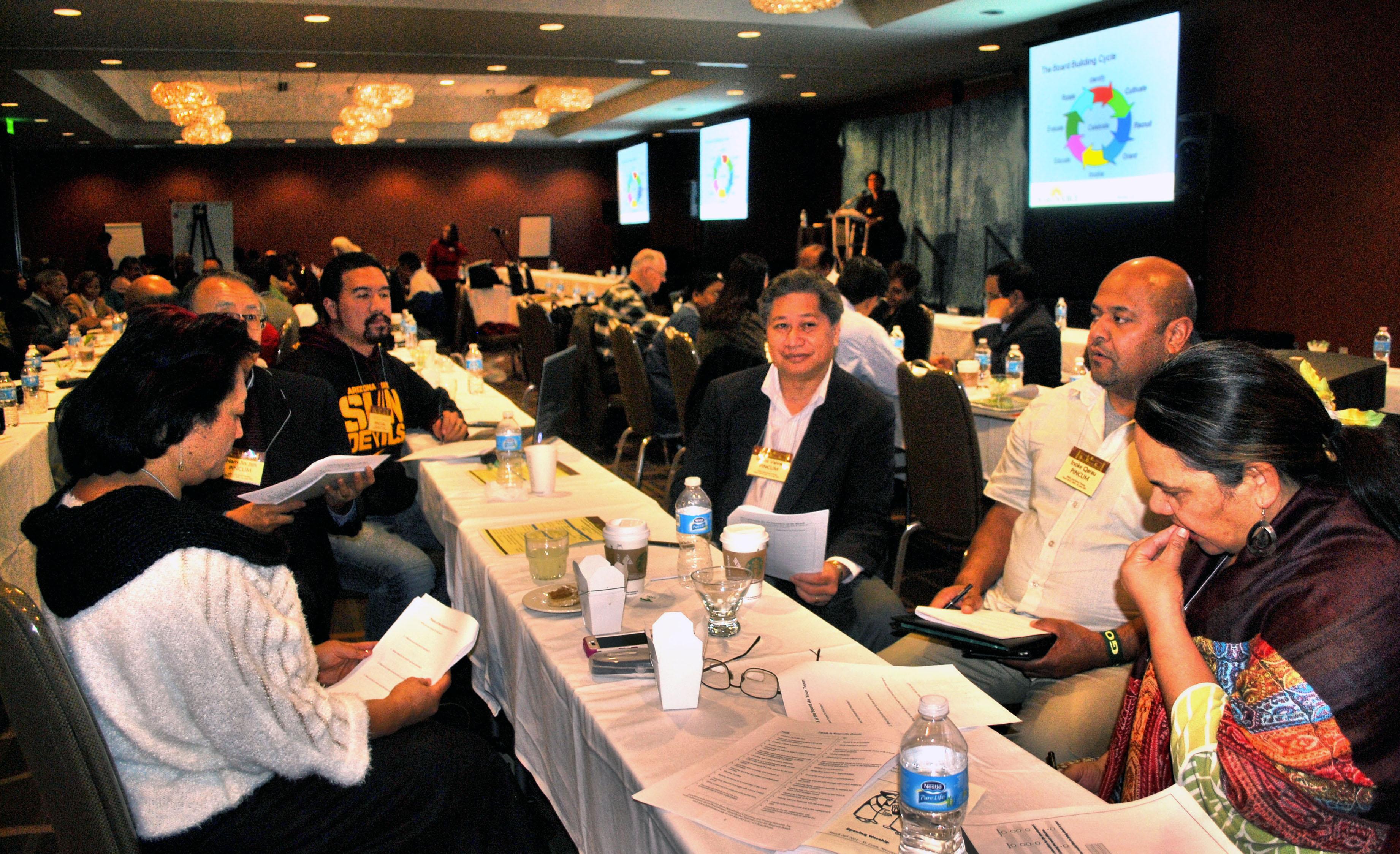 소그룹 토론에 참여한 태평양섬주민전국연합회 이사회 회원들. 지난 3월 26-27일 세인트루이스에서 처음으로 교단 내 5개 소수인종연합회들이 함께 모여 아이디어를 나누고 역량을 세우기 위해 모였다.