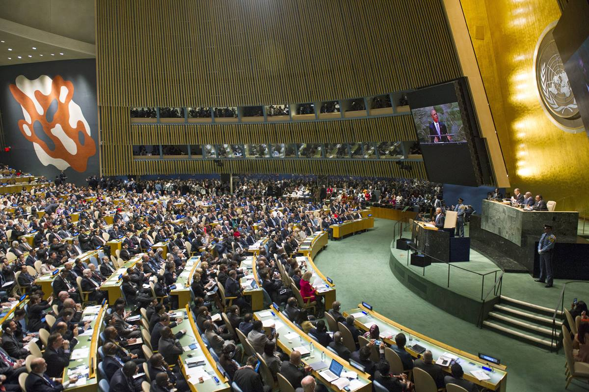 A wide view of the General Assembly Hall at the United Nations as U.S. President Barack Obama addresses the general debate of the sixty-ninth session of the General Assembly. Photo by Mark Garten, United Nations