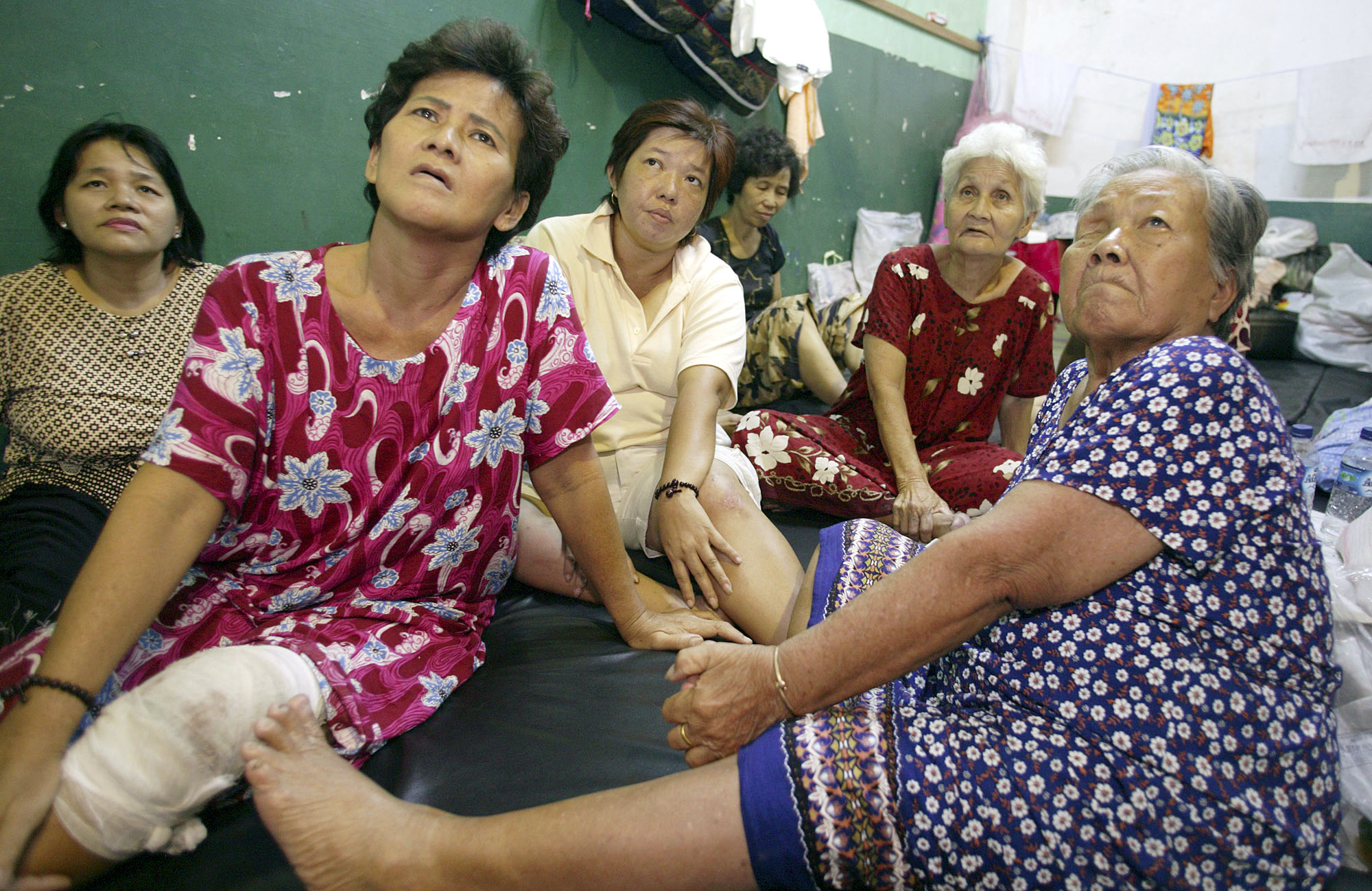 Survivors of the Dec. 26 tsunami describe how their homes were destroyed by the waves. UMNS photo by Mike DuBose.