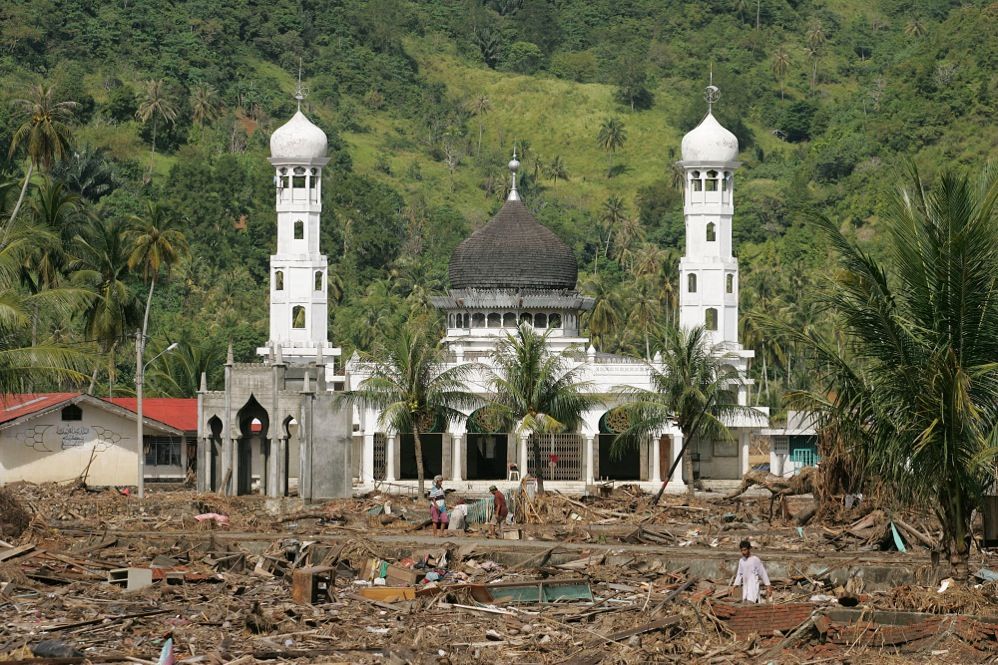 Survivors of the tsunami pick through debris in front of a mosque in Banda Aceh, Indonesia, in January 2005. Photo by Mike DuBose, UMNS.