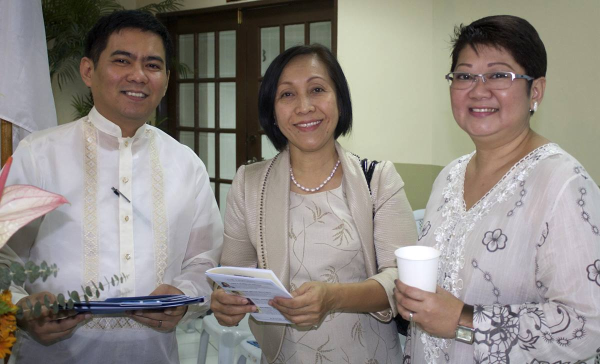 The National Bible Quiz is sponsored by The United Methodist Church Board of Christian Education and Discipleship and the Philippine Bible Society.  Shown, from left, are Hazel Alviz, Phebe Crismo, executive secretary of the Board of Christian Education and Discipleship, and Herbert Osio.  Photo by Gladys P. Mangiduyos, UMNS