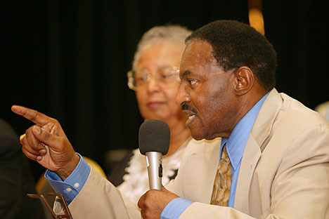 Bishop Woodie White and Barbara Thompson help lead a discussion during a reunion of the former racially segregated Central Jurisdiction of the Methodist Church in this 2004 file photo. A UMNS photo by Mike DuBose.