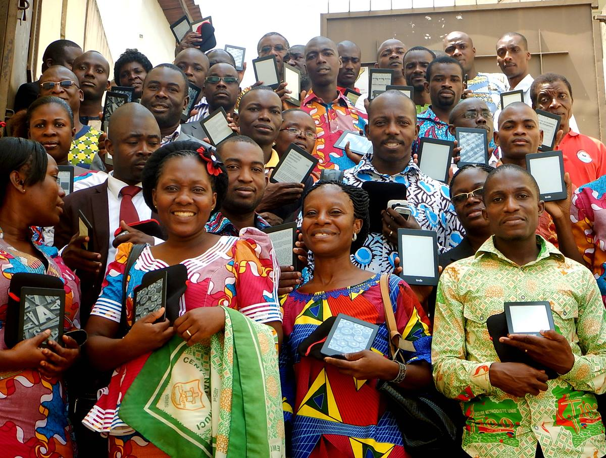 Students hold e-readers during the workshop at Methodist University.