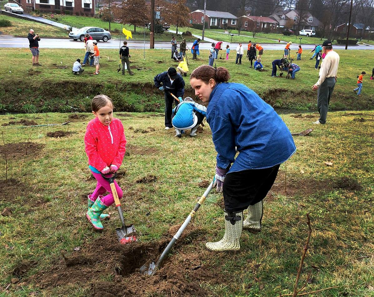 Cadence Cobb (left) and her mother, Megan Cobb, dig at Hillcrest United Methodist Church, Nashville, Tenn. Photo by Kathryn Spry