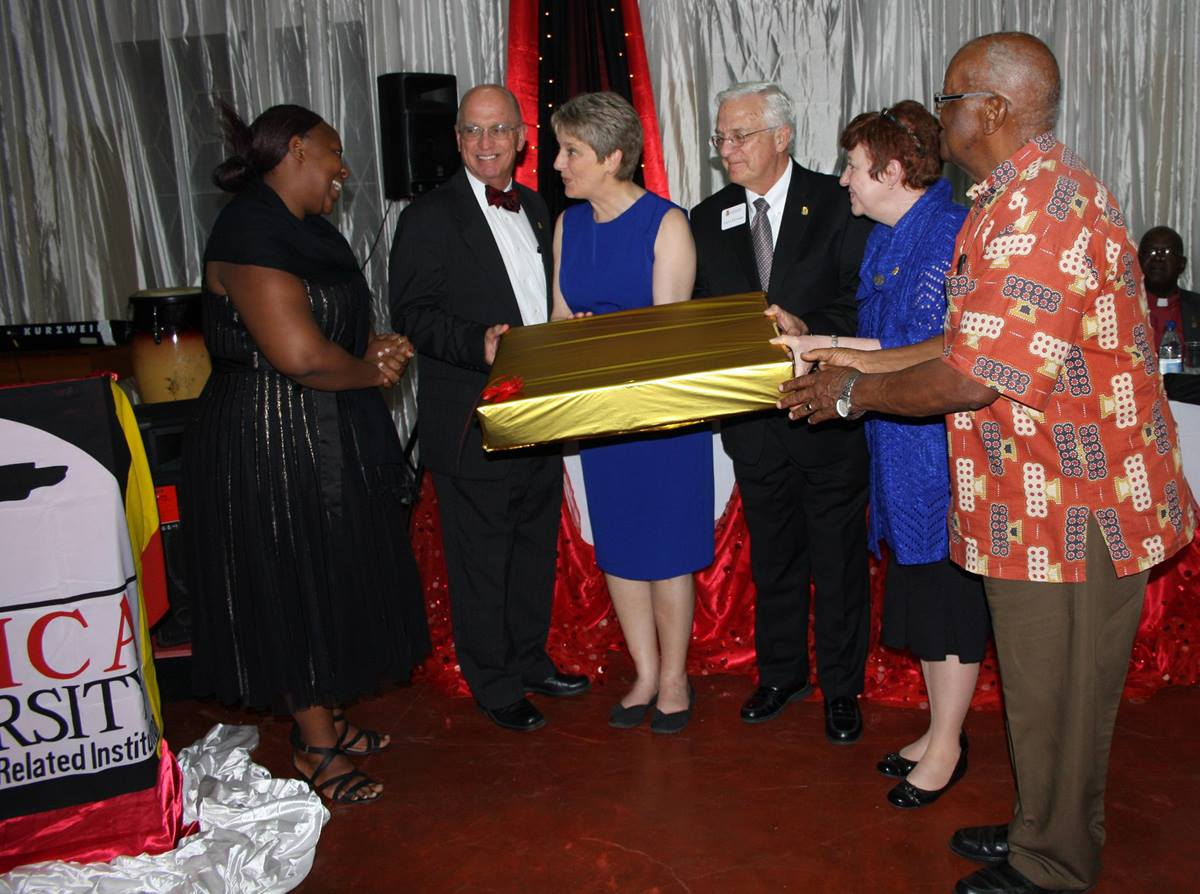 Africa University presents a gift to the Foundation for Evangelism delegation that attended the inauguration of Vice Chancellor Munashe Furusa and announced plans to endow a chair in the Faculty of Theology.