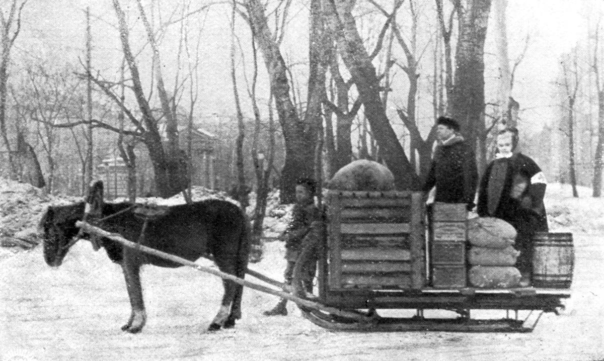 Sister Anna Eklund (right) and the Rev. Oscar Pöeld deliver provisions in St. Petersburg, Russia in 1921. A UMNS photo courtesy of the United Methodist Commission on Archives and History.
