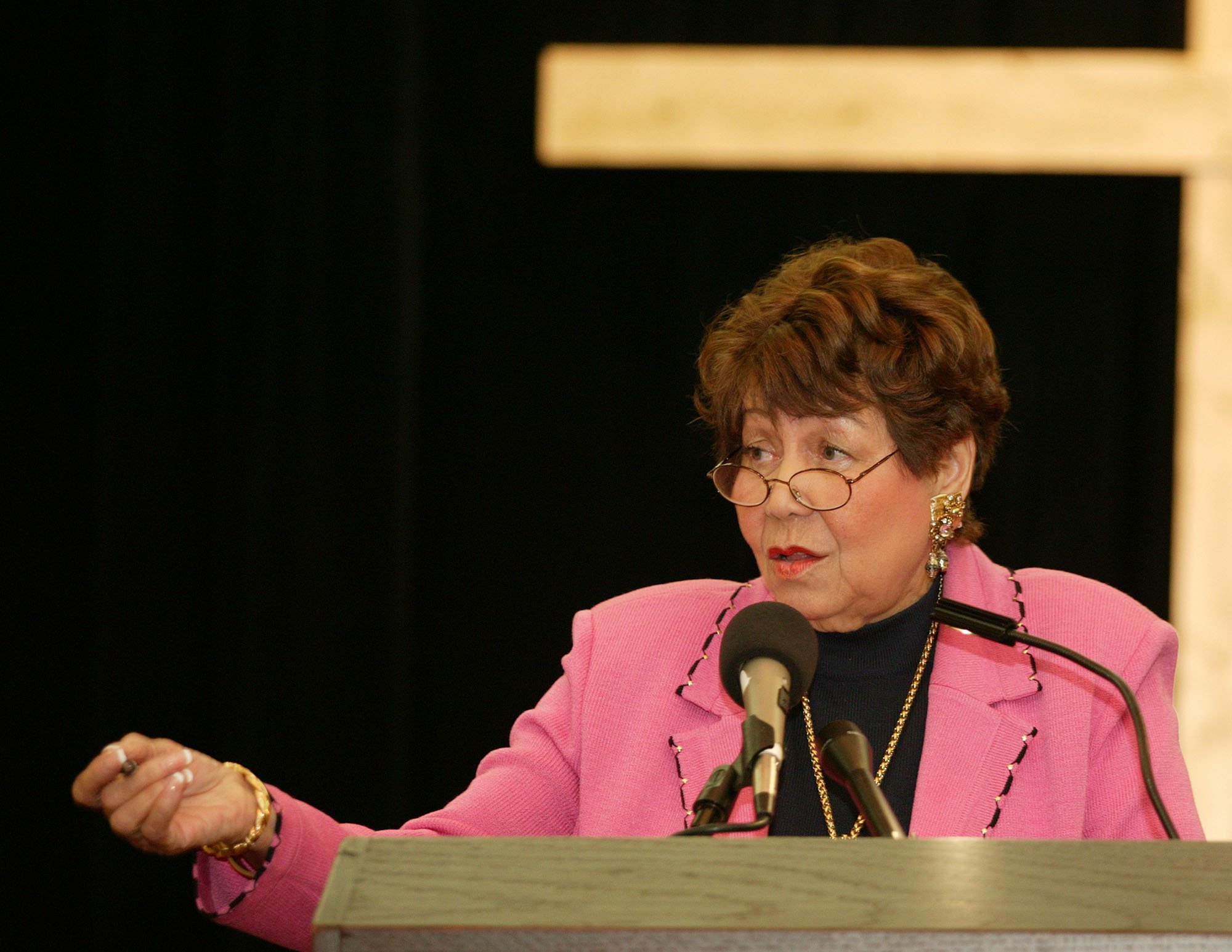 Evelyn G. Lowery, convener of the reunion, welcomes participants. A UMNS photo by Mike DuBose.