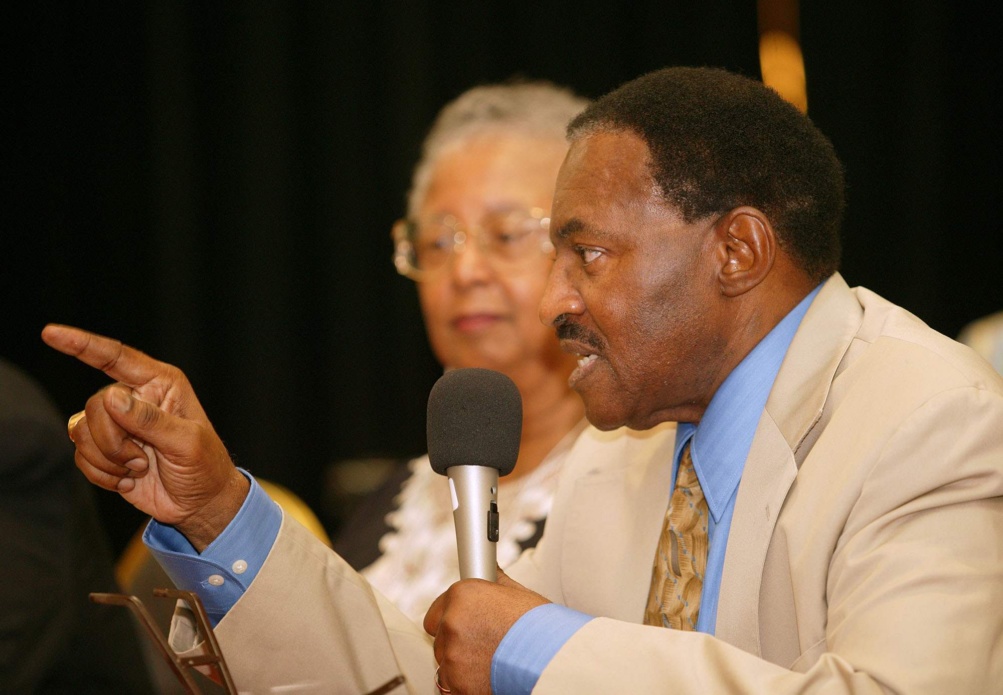 United Methodist Bishop Woodie W. White (right) and Barbara Thompson help lead a panel discussion during the Central Jurisdiction reunion. A UMNS photo by Mike DuBose