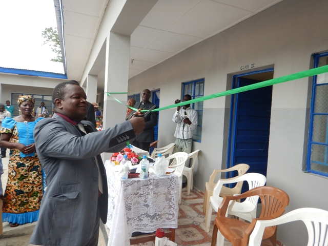 Leonard Ben Gbloh, Sierra Leone annual conference education secretary for primary schools, cuts tape as part of the dedication ceremony for the new school.