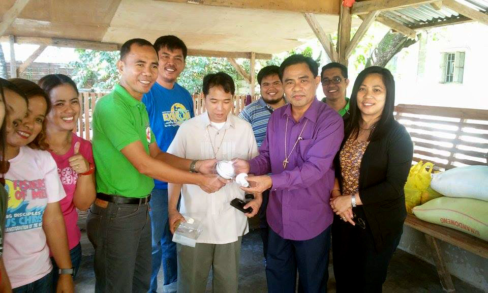 Bishop Rodolfo Juan and his team visit the province of Nueva Ecija in a relief effort following damage caused by Typhoon Koppu where they provided Freeplay radios and Nokero solar lamps to church members.  The radios and lamps came United Methodist Communications.  Photo by the Rev. Elizer Dela Cruz, UMNS