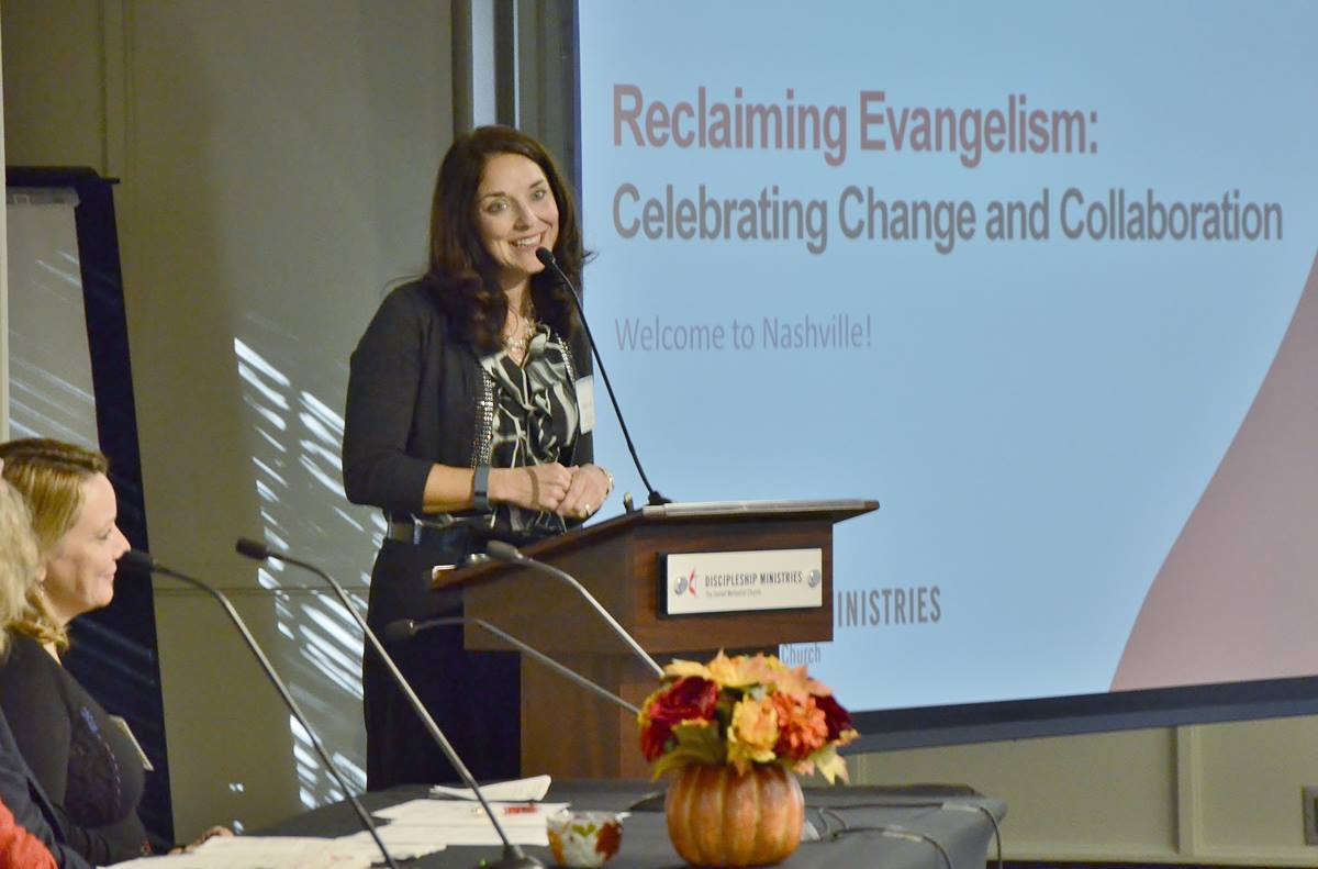 The Rev. Heather Heinzman Lear, director of evangelism ministries at United Methodist Discipleship Ministries, welcomes some 50 scholars and pastors to the first North American ecumenical evangelism conference. Photo© by Tom Gillem