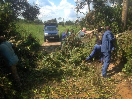 Transporting e-readers from Nashville to the Wembo Nyama Faculty of Theology in the Congo Central Conference involved removing fallen trees blocking the road. The e-readers will provide resources for theological education for pastors-in-training in the heart of the Congo.  Photo by Pierre Omadjela, UMNS.