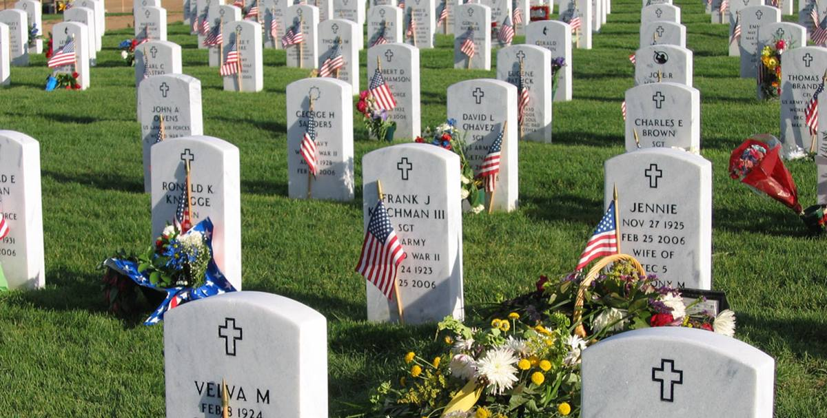 Fort Logan National Cemetery during Memorial Day weekend. Photo by Anthony Massey, Wikimedia Commons.
