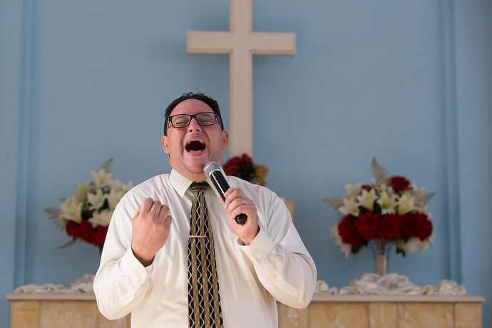 The Rev. Lester Fernandez gives the sermon during worship at Vedado Methodist Church. Photo by Mike DuBose, UMNS.
