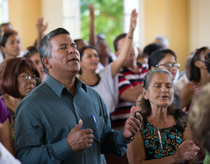 Parishioners sing during Sunday worship at Marianao Methodist Church. Photo by Mike DuBose, UMNS.