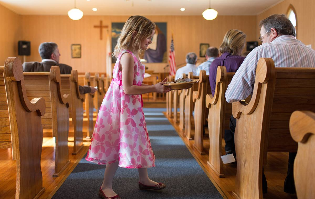 Elizabeth Knotts, 6, collects the offering at New Hope Valley United Methodist Church in Valley Furnace, W.Va. For the third consecutive year, a record number of U.S. conferences paid full apportionments to support general-church ministries. 2015 File photo by Mike DuBose, UMNS