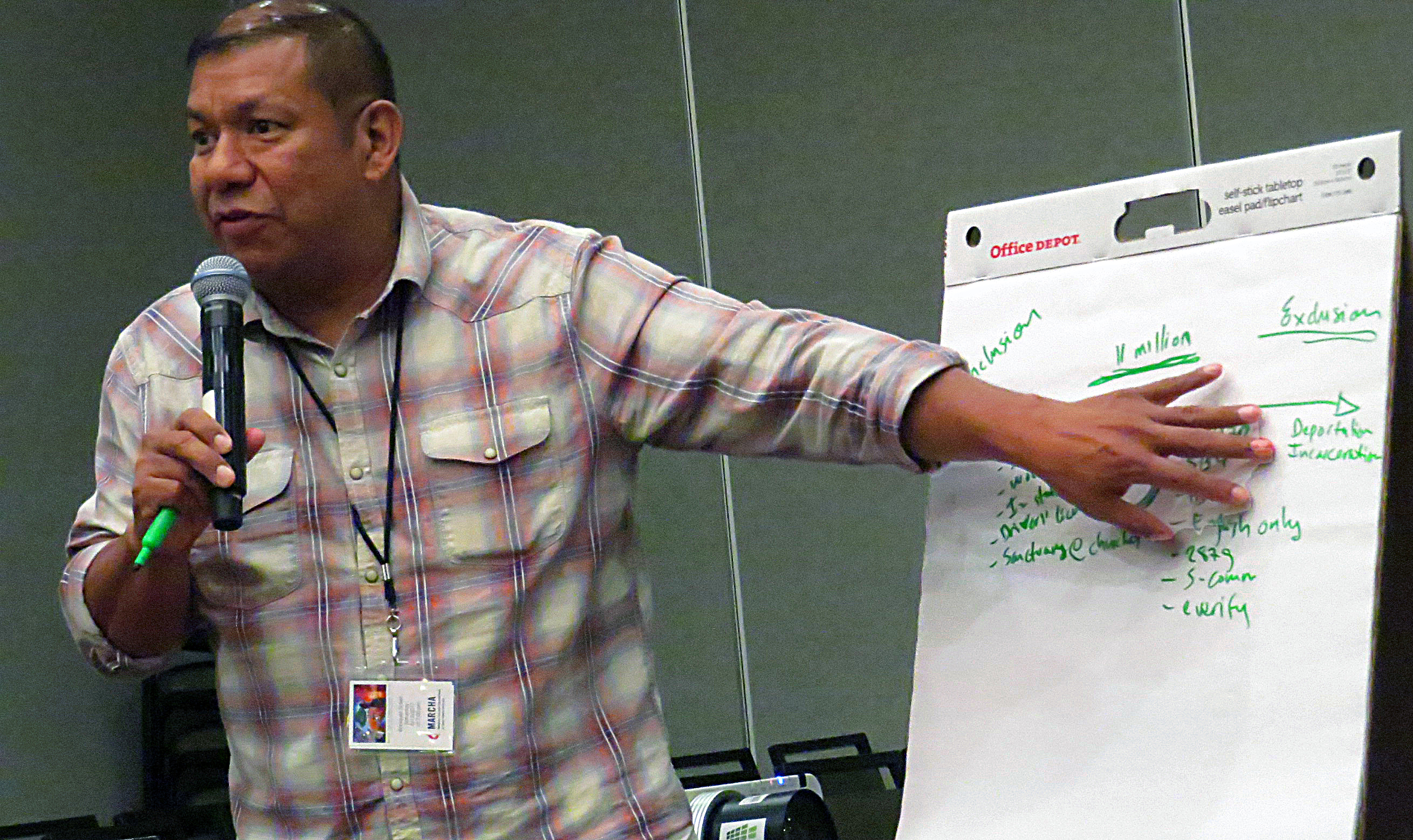 Pablo Alvarado, of the National Day Laborer Organizing Network, leads an Aug. 11 discussion on sanctuary at a Dallas meeting of MARCHA, the Hispanic/Latino caucus of The United Methodist Church. Photo by Sam Hodges, UMNS.