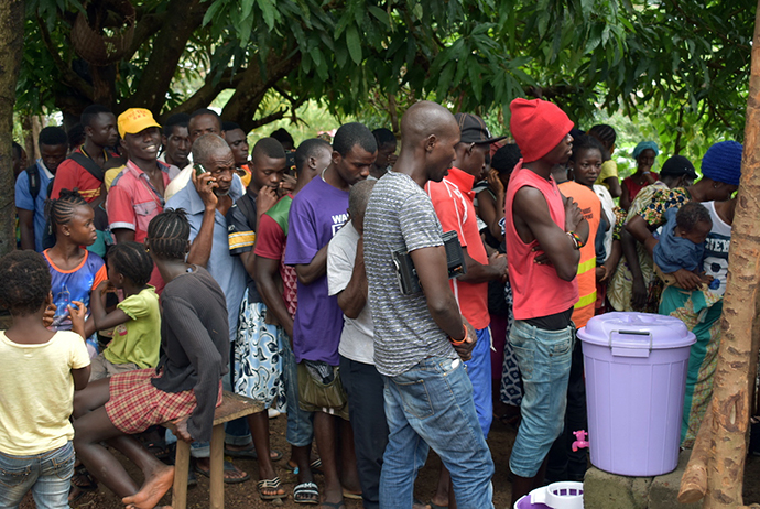 The Sierra Leone Conference Disaster Response Team distributes food to survivors of the Aug. 14 mudslide and floods and affected family members at the Pentagon displaced center. Photo by Phileas Jusu, UMNS.