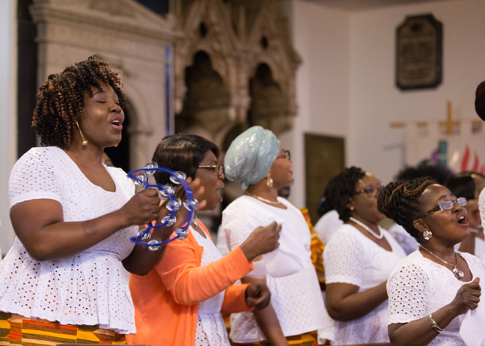 Harriet Appiah-Anderson (left) sings with the choir at Wesley's Chapel. She is chair of the church's Ghanaian fellowship. Photo by Mike DuBose, UMNS.