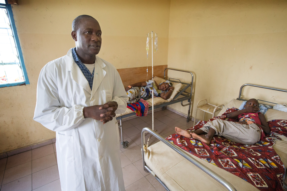 Dr. Patrice Djana describes the measures he would take if he were to receive an Ebola patient at the Formation Sanitaire Urbaine Communautaire hospital in Abobo-Baoule.