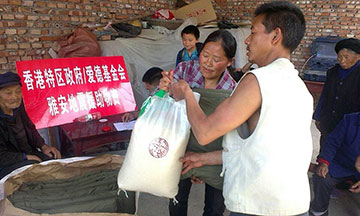 Amity Foundation staff members distribute relief supplies in China's Sichuan Province. Photo courtesy of the Amity Foundation.