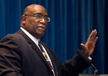 Bishop Gregory V. Palmer, now of the Ohio West Area, helps lead a restructuring discussion during the pre-General Conference news briefing early in 2012 in Tampa, Fla.. A UMNS photo by Mike DuBose.