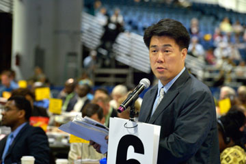 The Rev. We Hyun Chang argues for retaining guaranteed appointments for clergy, during a debate in Tampa. A UMNS file photo by Paul Jeffrey.