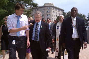 The Rev. Bob Edgar (center) walks to the U.S. Capitol for the protest. A web-only photo courtesy of Common Cause.