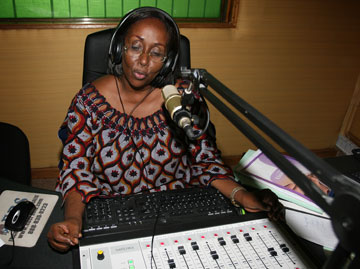 Lydie Acquah, director of 101.6 FM in Abidjan, sees the radio station as a means of combating poverty and empowering people in Côte d'Ivoire.