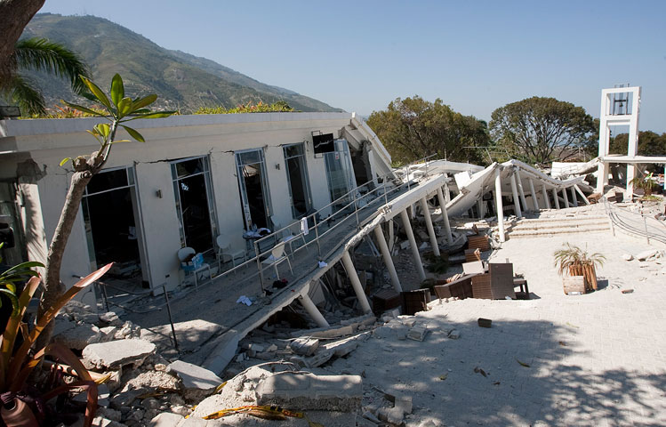 The Hotel Montana lies in ruins after the earthquake. A UMNS photo by Mike DuBose.