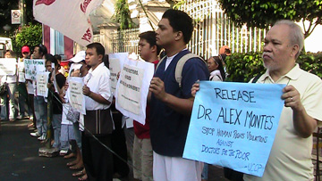 Protesters ask for the release of Dr. Alexis Montes and 42 other medical caregivers. A UMNS Photo by Juliet  Solis-Aguilar courtesy of Global Ministries.