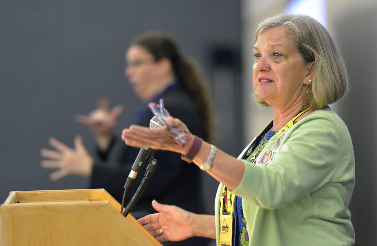 Dawn Wiggins Hare, top executive of the United Methodist General Commission on the Status and Role of Women speaks at a May 9 orientation for women delegates at the 2016 United Methodist General Conference in Portland, Ore. 2016 file photo by Paul Jeffrey, UMNS