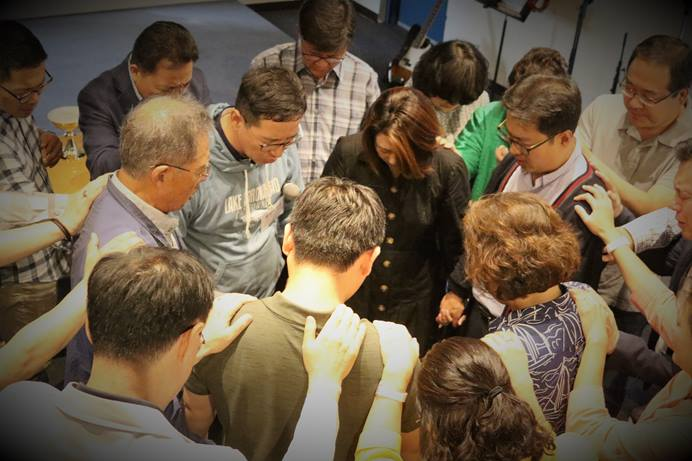 The Alternative Plan Task Force, the Central Committee and the executive committee of the Korean Association of the United Methodist Church pray together at a joint meeting held in August 2-3, 2018. Photo by Thomas Kim, UMNS